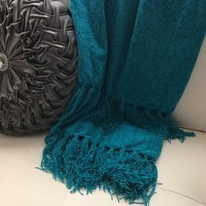 """Home Accents 50""""x60"""" throw plus 4""""x2 fringe. New"""